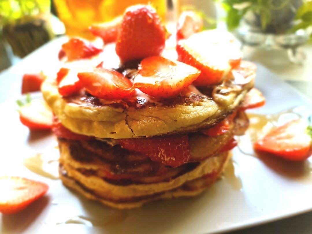 Pfannkuchentorte mit Erdbeeren